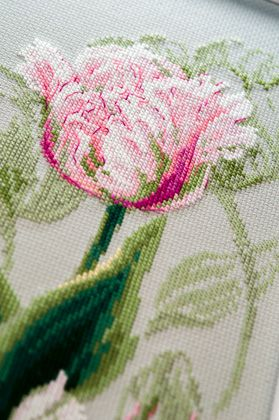 embroidery tulips